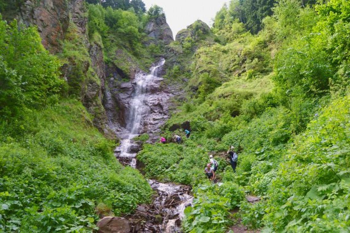 Казачий водопад Архыз